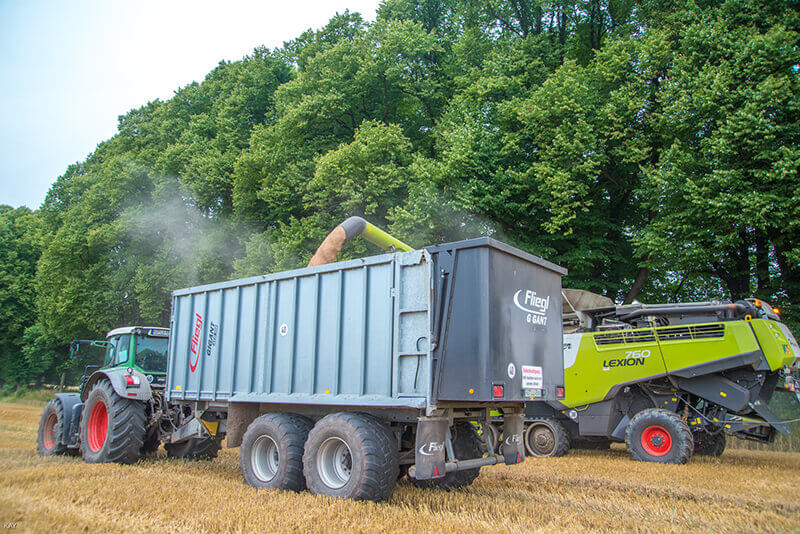Erntemaschinen bei der Arbeit